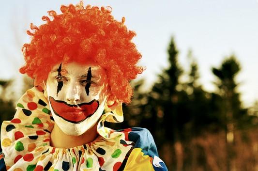 smirking clown